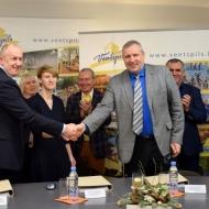 Parakstīts līgums par sporta zāles remontu un slēgtās BMX treniņbāzes izveidi