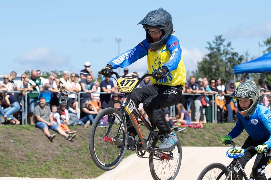 BMX sportistiem godalgotas  vietas sacensībās Jelgavā