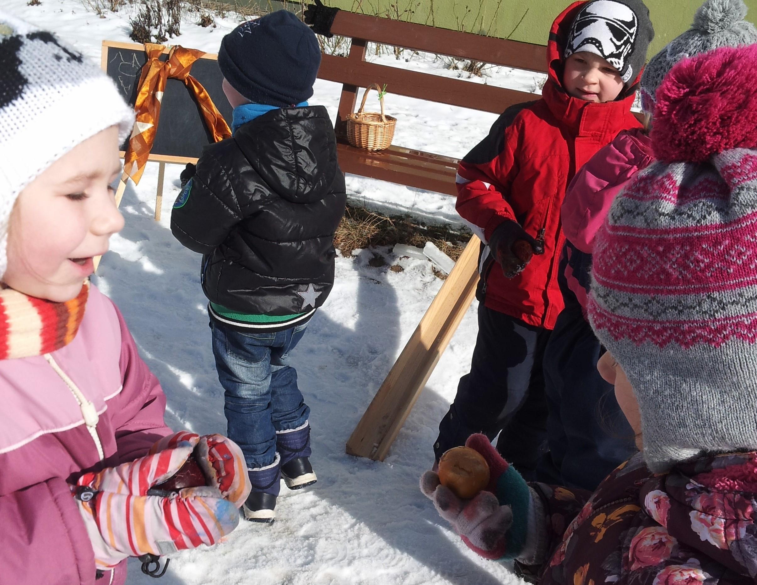 """Bērnudārza """"Margrietiņa"""" audzēkņi kavējas Lieldienu noskaņās"""