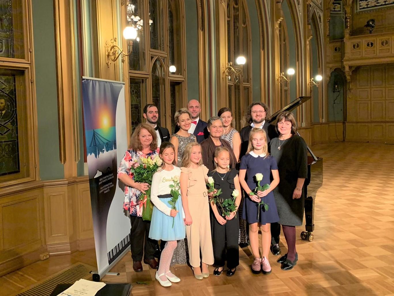 Centra sākumskolas pianistes gūst panākumus starptautiskā konkursā