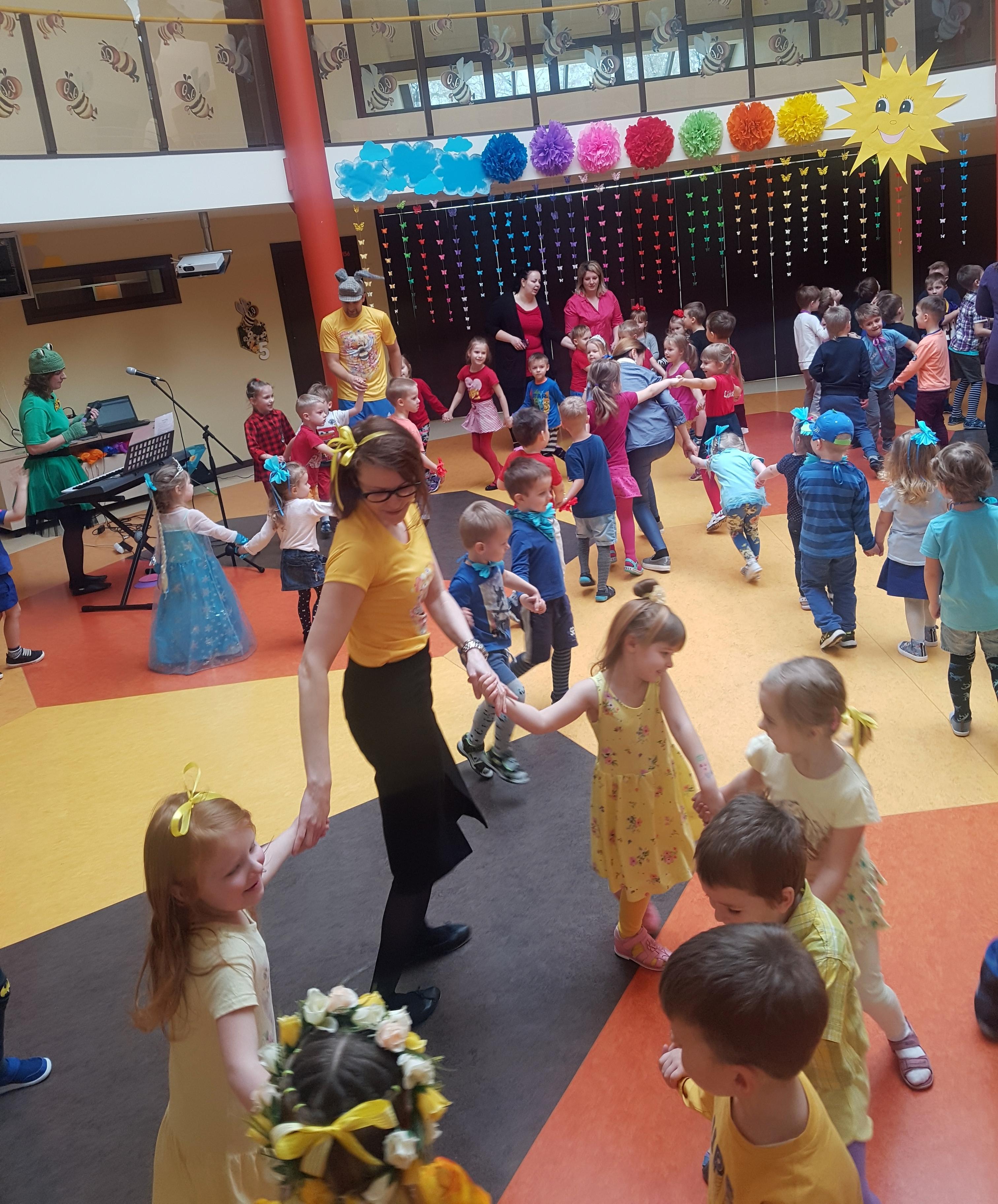 """Bērnudārzā """"Bitīte"""" notika Krāsainā ritmikas diena"""