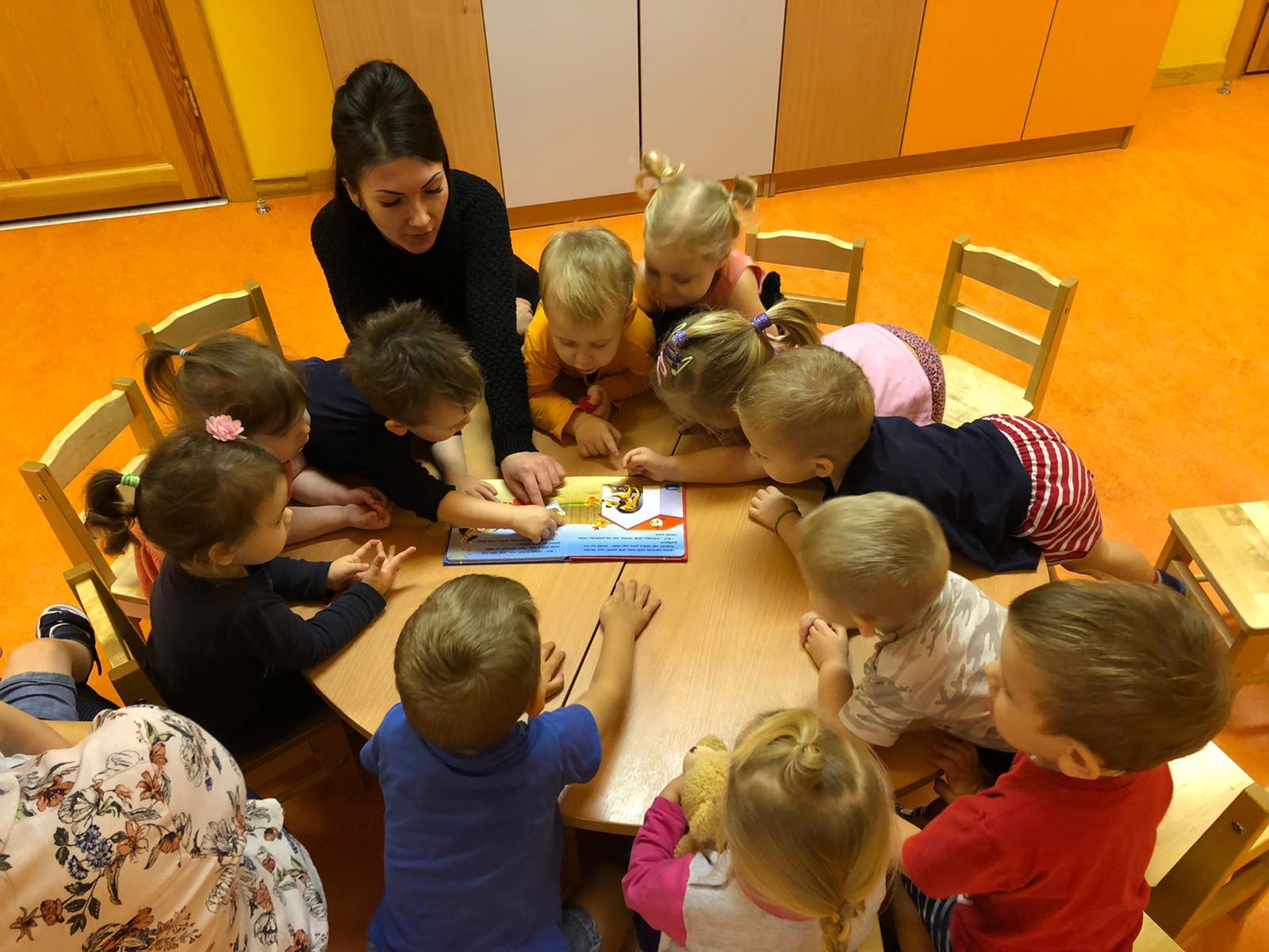 Attīsta bērnu lasītprasmi