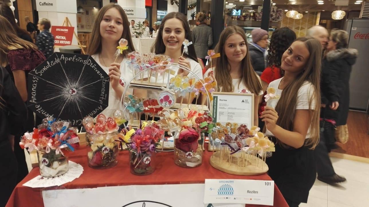 Jauniešiem panākumi Vislatvijas skolēnu mācību uzņēmumu gadatirgū