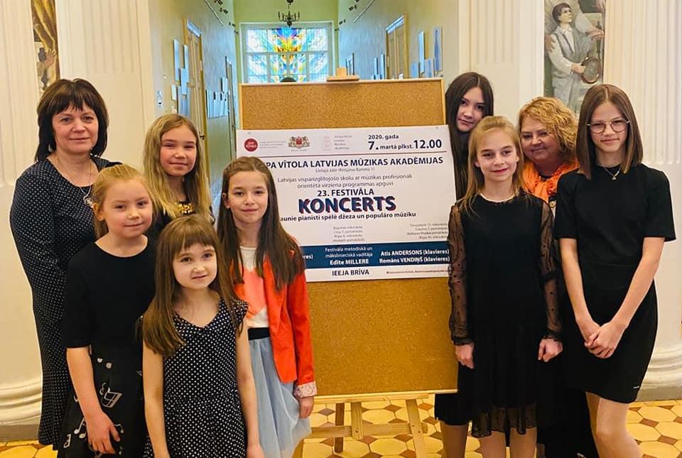 Gūst panākumus Jauno pianistu festivālā