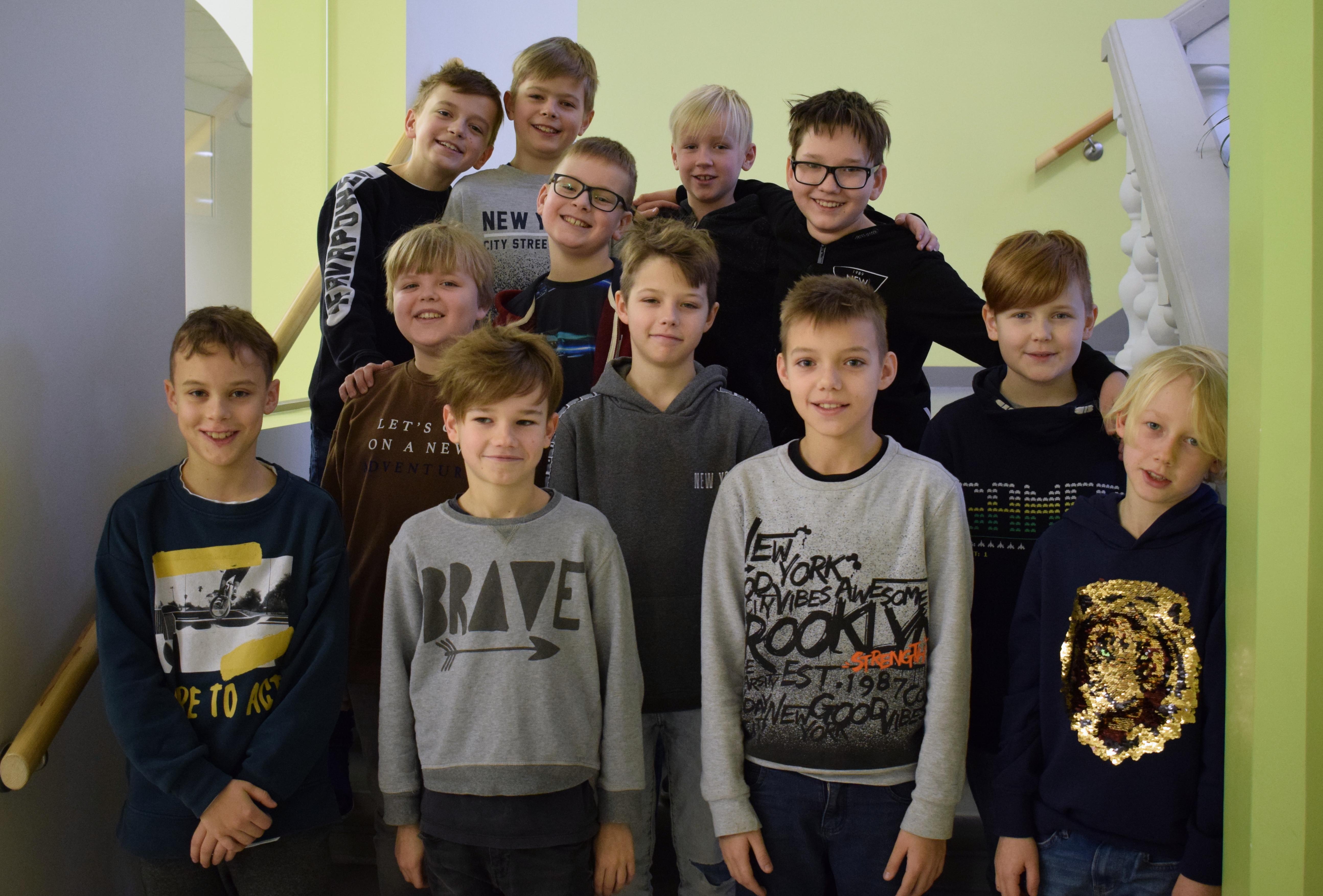 Centra sākumskolas zēnu vokālais ansamblis piedalās muzikālā uzvedumā un uzstājas visā Latvijā