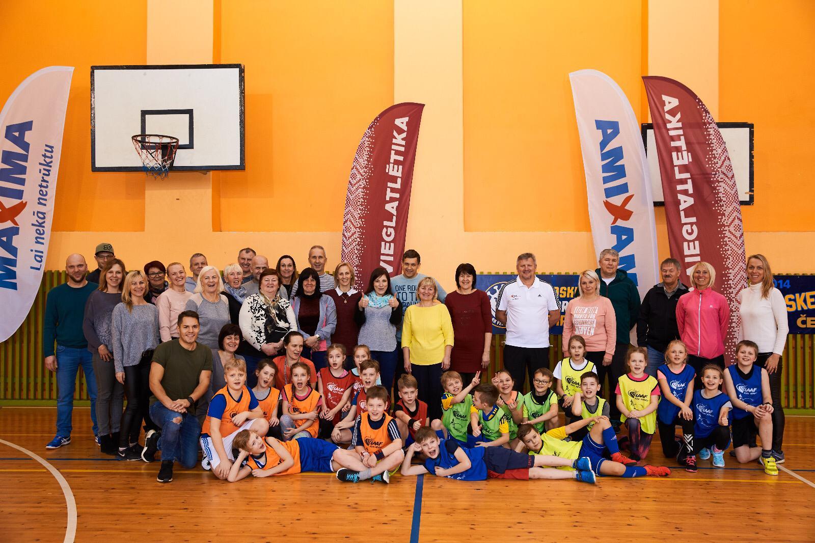 """Treneri un sporta pedagogi apgūst programmu """"bērnu vieglatlētika"""""""