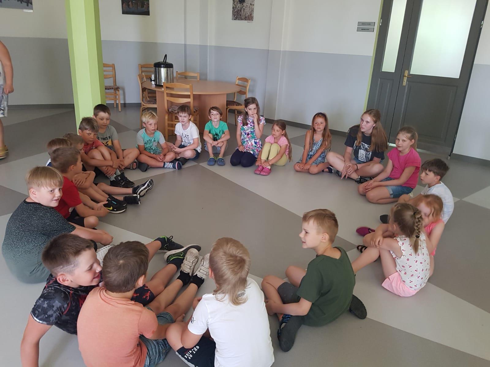 """Bērnus pulcēja nometne """"Atveram pilsētas durvis!"""""""