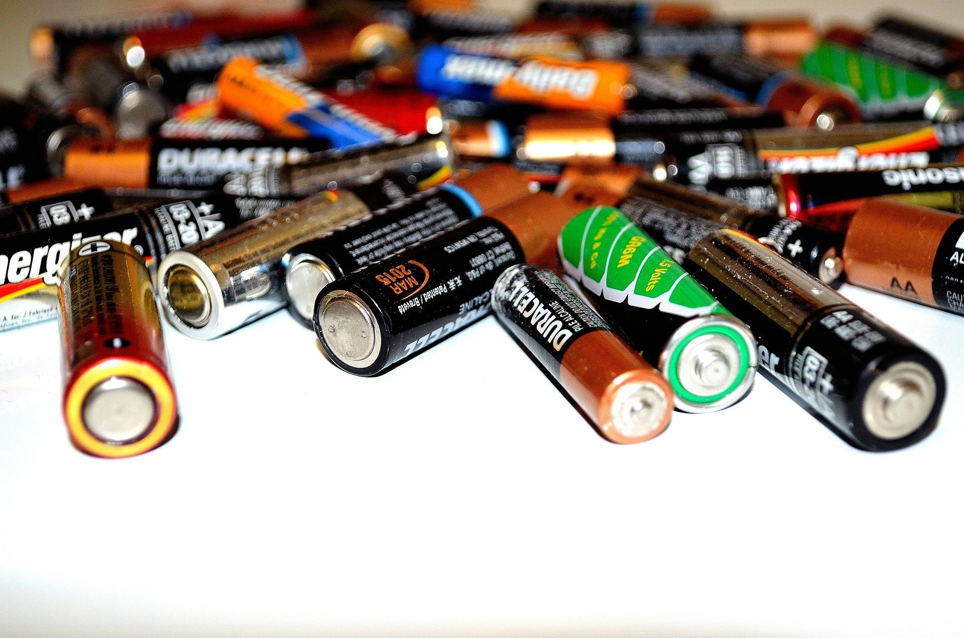 Aicina bērnus izveidot savu bateriju savākšanas kasti