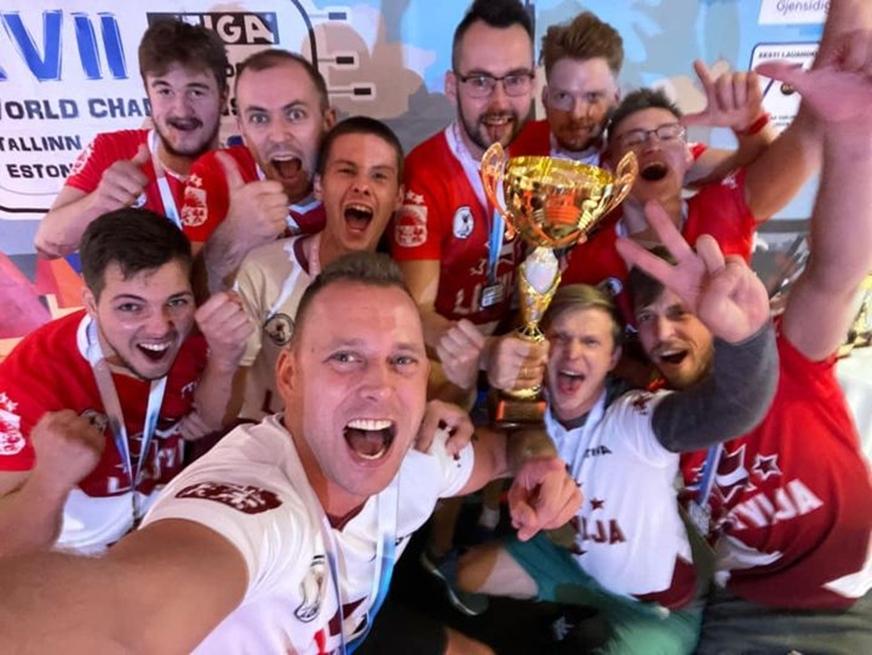 Ventspils Jaunrades nama galda hokejisti palīdz Latvijas izlasei iegūt Pasaules čempionu titulu