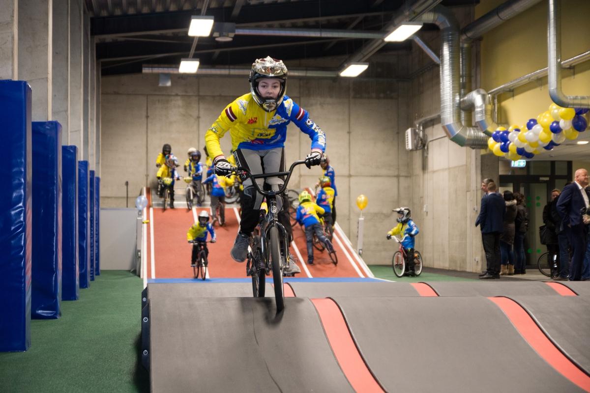 Svinīgi atklāta jaunā BMX ziemas treniņbāze un Ventspils 2.vidusskolas atjaunotā sporta zāle
